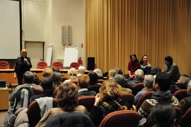 Bild zeigt Rathaussaal und Publikum