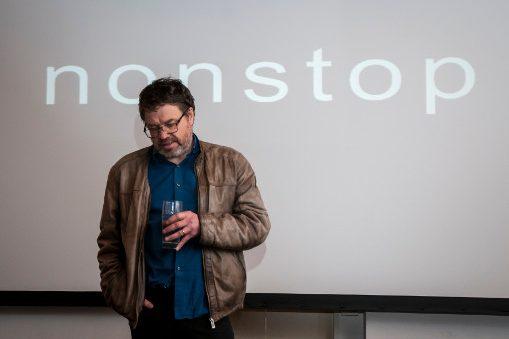 Bild zeigt den Regisseur Olafur Sveinsson im Gespräch