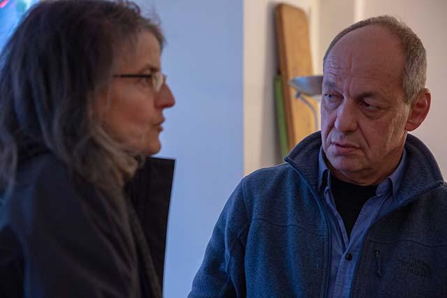Bild zeigt Shimon Lev, Filmemacher, im Gespräch mit Maren Dorner, Moabiter Filmkultur e.V. © Foto: Susanne Elgeti