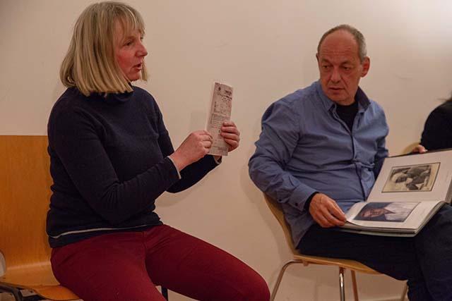 Bild zeigt den Filmemacher Shimon Lev mit der Moderatorin Astrid Vehstedt, Schriftstellerin und Regisseurin. © Foto: Susanne Elgeti