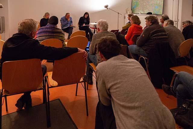 """Publikumsgespräch nach """"Bei uns nichts Neues"""", im Stadtteilladen Moabit. © Foto: Susanne Elgeti"""