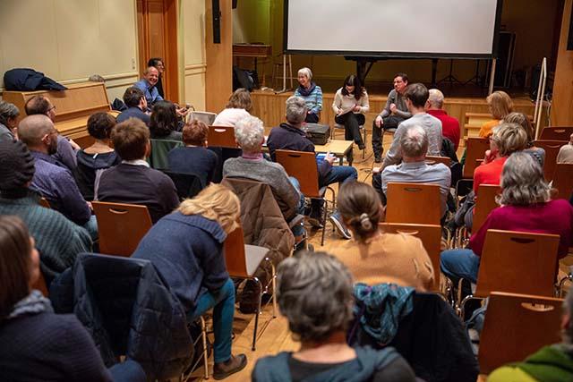 """Bild zeigt das Publikum im Gespräch mit dem Filmemacher nach der Vorführung von """"Bei den Jekkes ist es schwieriger"""" © Foto: Susanne Elgeti"""