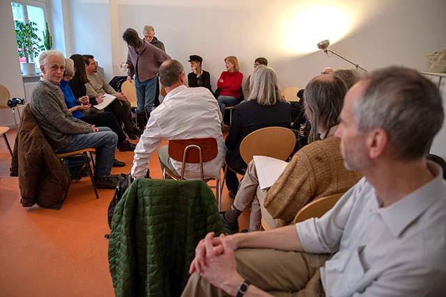 Bild zeigt Teilnehmer*innen des Abschlussgespräches zur jüdischen Filmreihe © Foto: Susanne Elgeti