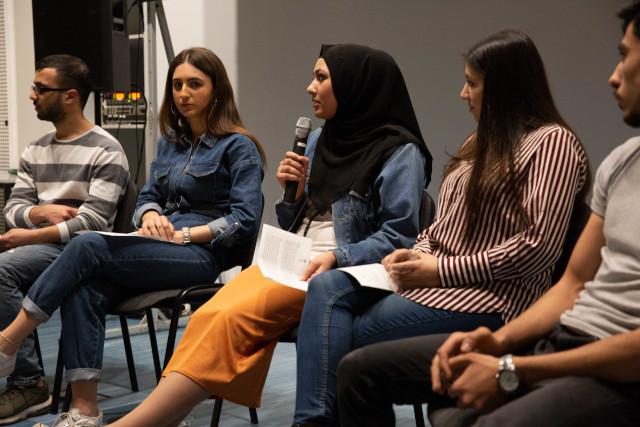 Bild zeigt SchülerInnen im Gespräch nach dem Film © Susanne Elgeti